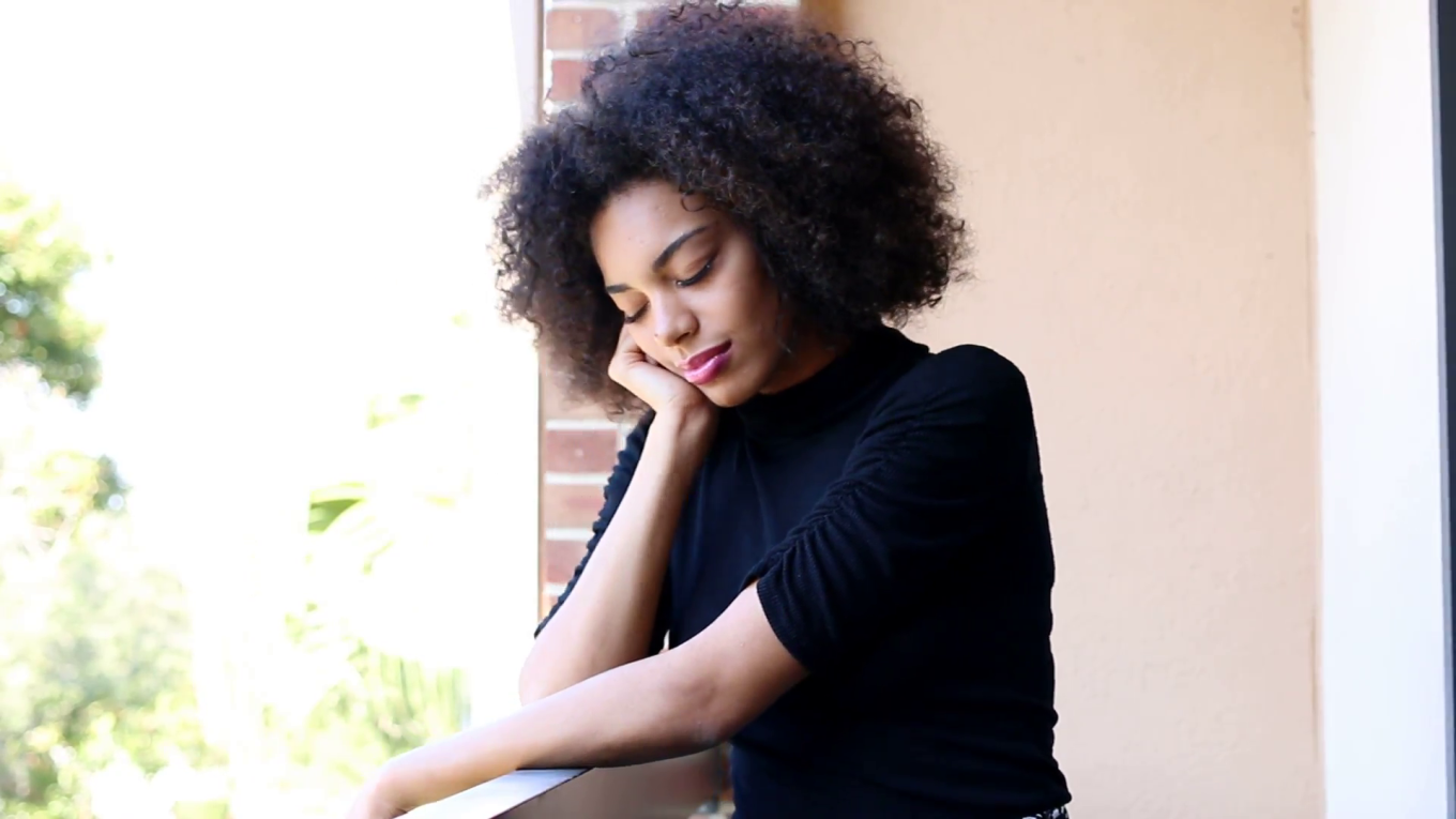 young-african-american-woman-waiting-and-sad_vjoe6w2zg__F0003.png